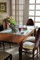 Detalle mesa de comedor mediterr�neo miel glaseado