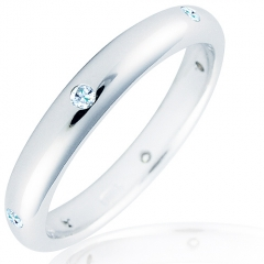 Alianza de oro blanco de 18 kilates con diamantes talla brillante