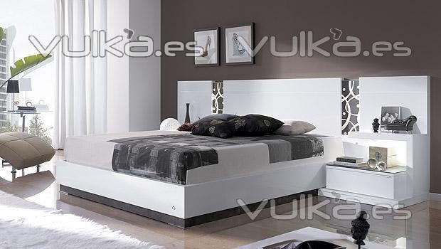 Foto dormitorio de matrimonio lacado blanco brillo con for Decoracion de dormitorios de matrimonio en blanco