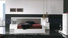 Dormitorio moderno con cabezal con cristal con luz lacado blanco