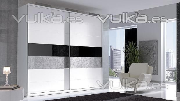 Foto armario de dormitorio moderno lacado blanco brillo for Armarios de salon modernos
