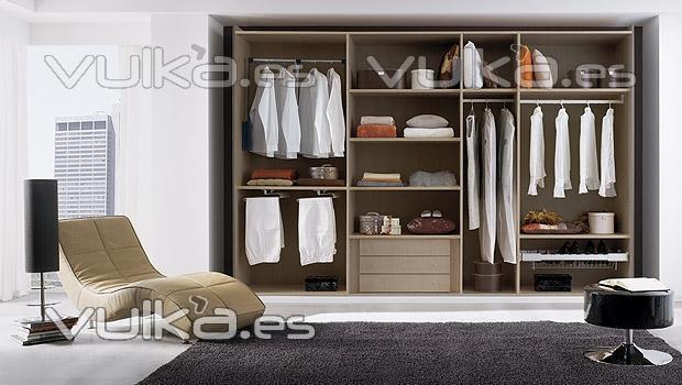 Foto armario vestidor de dormitorio de matrimonio for Recamaras modernas con closet