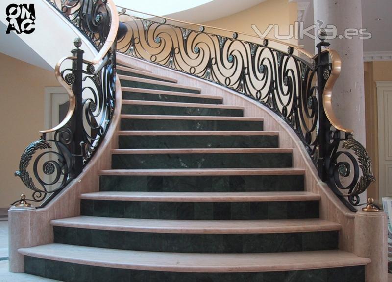 Barandilla de escalera de forja artesanal diseñada y realizada por