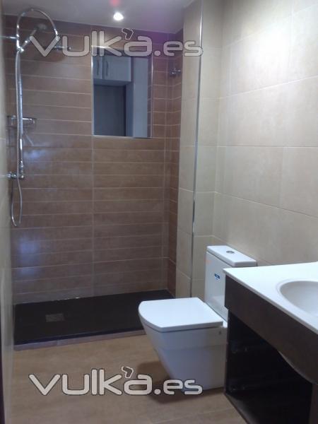 Reforma Baño Moderno:Foto: Reforma cuarto de baño Buenos acabados, moderno y economico