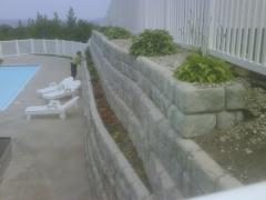 Muro de contenci�n por gravedad con Jardinera