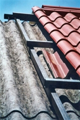 Panel s�ndwich imitaci�n teja doblando una cubierta