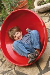 Noe, autista, pasandolo bien en su peonza gigante