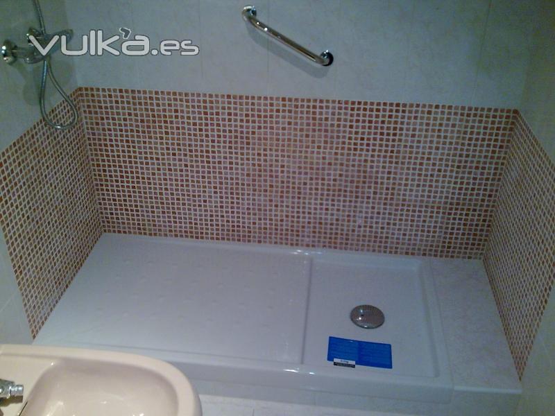 Reformas Baños Hortaleza:Foto: Sustitución de bañera por plato de ducha