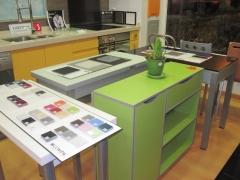 Venta y exposición de mesas y sillas de cocina