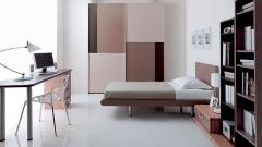 Dormitorio juvenil con armario de puertas paneladas