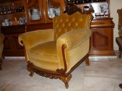 Tresillo moteado, restaurado de madera y tapicer�a, forrado en terciopelo de algod�n. el asiento es el�stico de ...