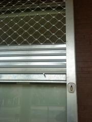Cerradura electrica y desbloqueo de freno en caso de corte de corriente electrica