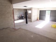 Garaje diafano con techo de escayola, bodega, cuarto de calderas etc., con capacidad para 4 coches