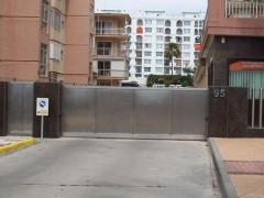 Puerta de corredera en acero inoxidable