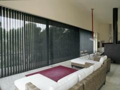 La funcionalidad y versatilidad de su funcionamiento, hace que con la cortina vertical podamso lograr control ...