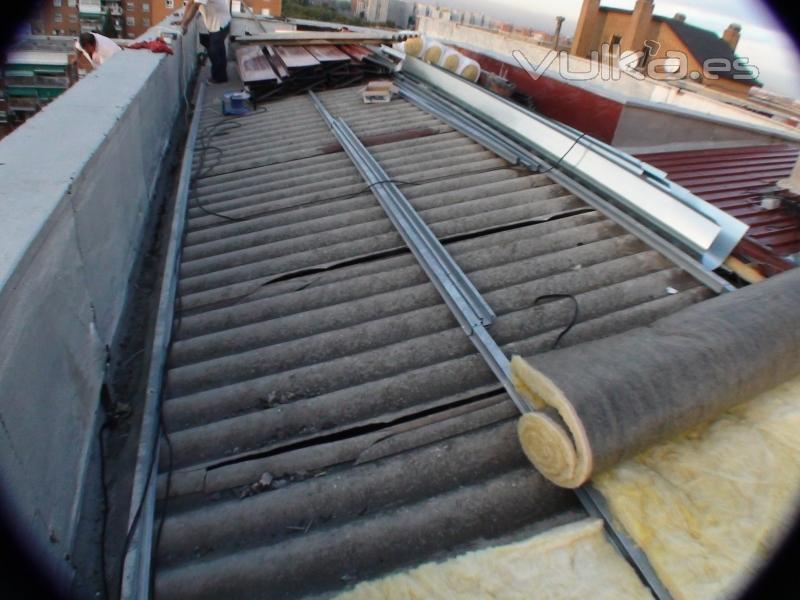 Grupo edp obras reformas mantenimiento de edificios for Aislante para tejados