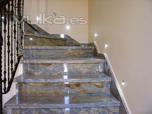 Foto luces decorativas en escalera - Luces para escalera ...