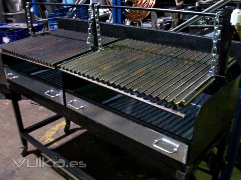 Foto barbacoa carbon 160x65x130cm 2 parrillas con ruedas for Electrodomesticos industriales segunda mano