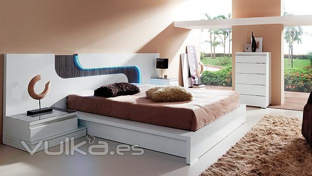 Foto dormitorio moderno lacado en blanco con cabezal con - Dormitorios lacados en blanco ...
