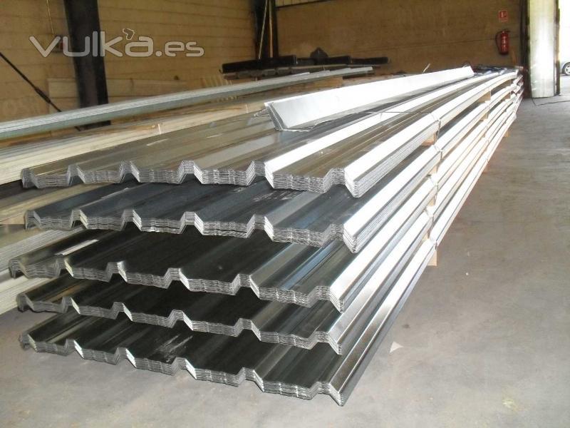Foto chapa trapezoidal de cubierta o tejado for Tejado panel sandwich