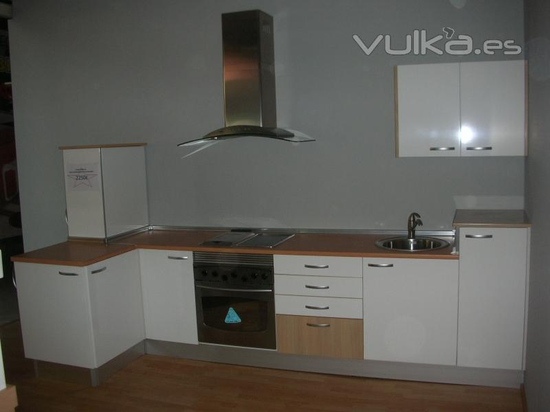 Foto cocina completa alto brillo con electrodomesticos for Cocinas completas con electrodomesticos