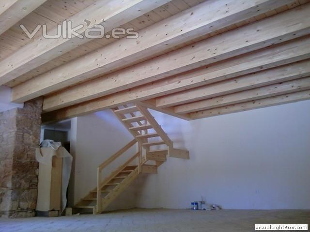Foto construccion de altillo y escaleras - Altillo de madera ...