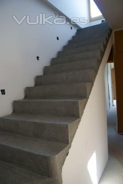 Foto escalera en microcemento gris - Aplicacion de microcemento en paredes ...