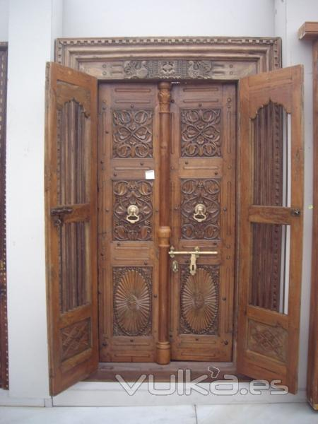 Puertas de madera antiguas trendy puertas antiguas madera for Puertas de madera estilo antiguo