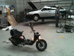 Arreglando motocicleta