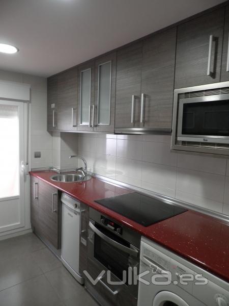 Foto de reformas en zaragoza pisos ba os cocinas locales casas cambiar ba era por ducha - Instalador de cocinas ...