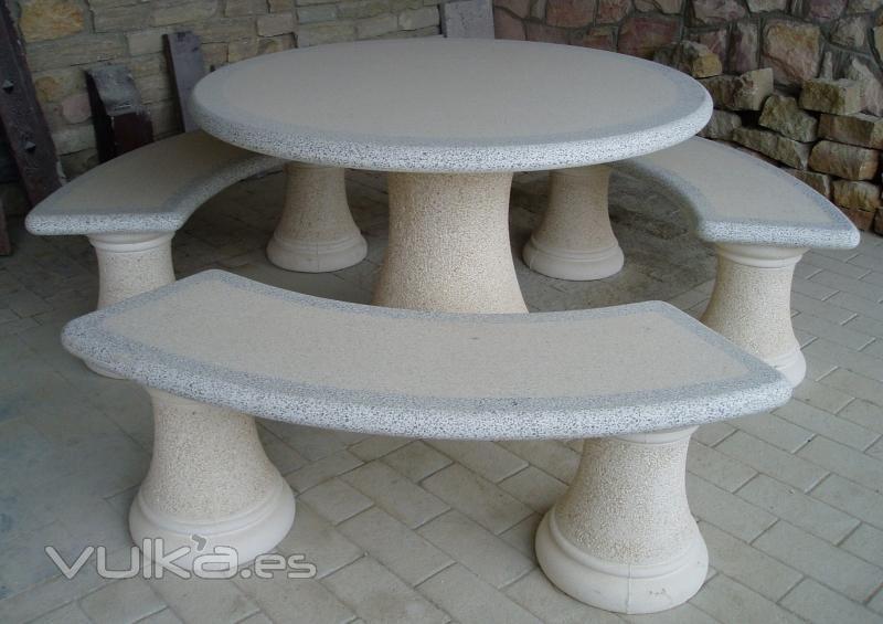 Foto mesa banco piedra canteras leonesas for Bancos de granito para jardin