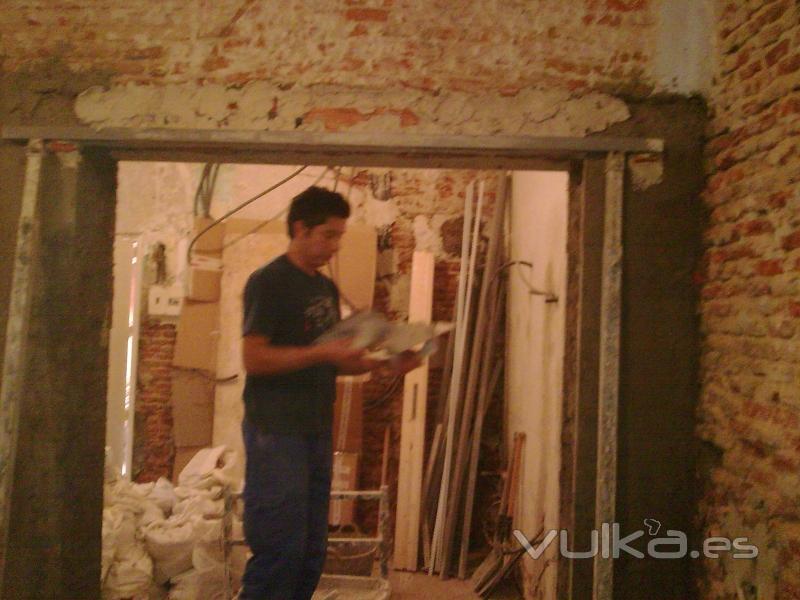 Reformas Baños Hortaleza:Foto: Rehabilitación de viviendas completas, demolición de tabiques