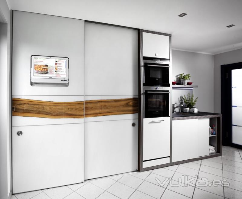 Foto armario despensa de cocina con puertas correderas - Armarios para despensa ...