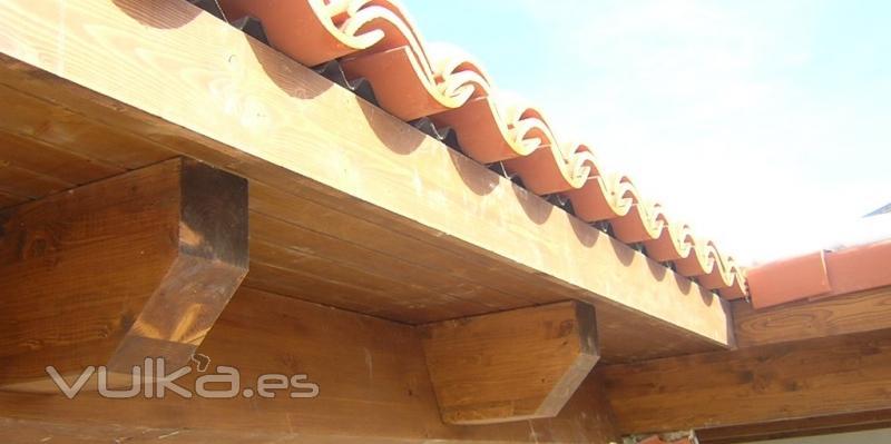 Cubiertas tecnicas en madera cutecma for Tejados de madera con teja