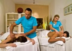Masajes en pareja con dos terapeutas.