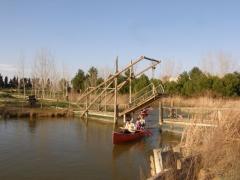 Canoa en la laguna
