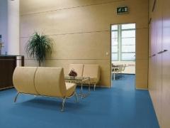 Pavimento caucho nora en oficinas