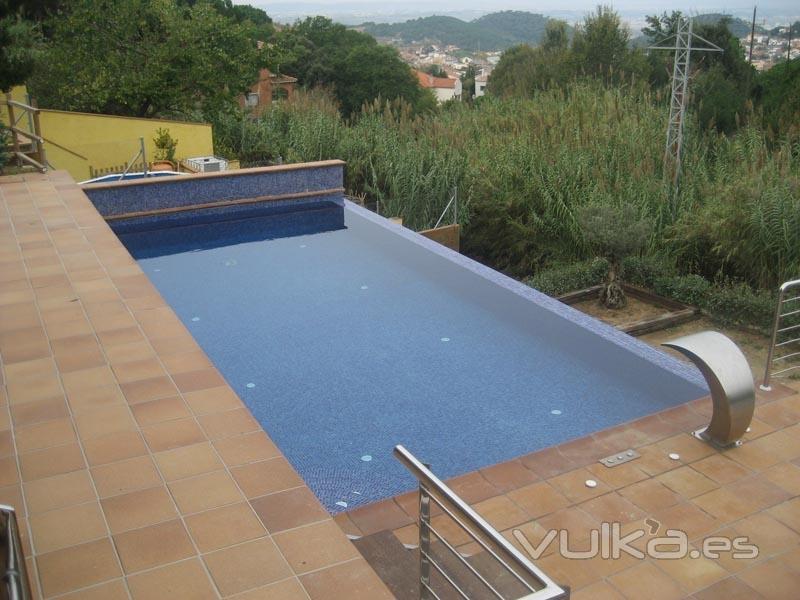 Foto piscina desbordante for Fotos de piscinas infinity