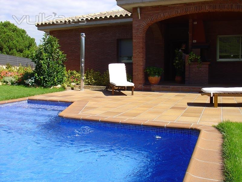 Foto piscina con ducha solar - Ducha solar piscina ...