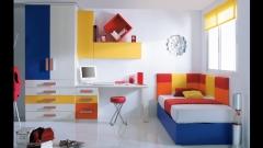 Cama con cabezales tapizados con zona estudio y armario