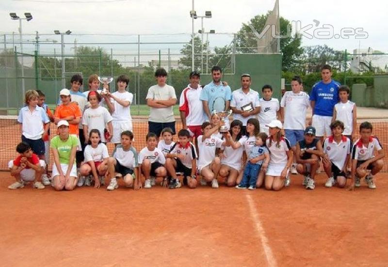 Club deportivo bergamonte padel tenis piscina y gimnasio for Piscina y gimnasio