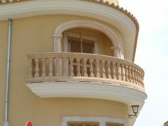 Arco y balaustrada en balcon en radio y en esquina