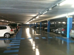 Pintura y señalización vial de parking público.
