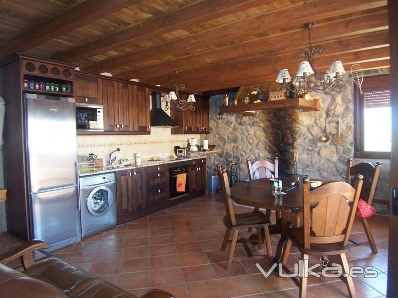 Foto cocina rustica en piedralaves for Pisos de cocinas rusticas