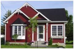 Casa de madera con revestimiento exterior en canexel rojo