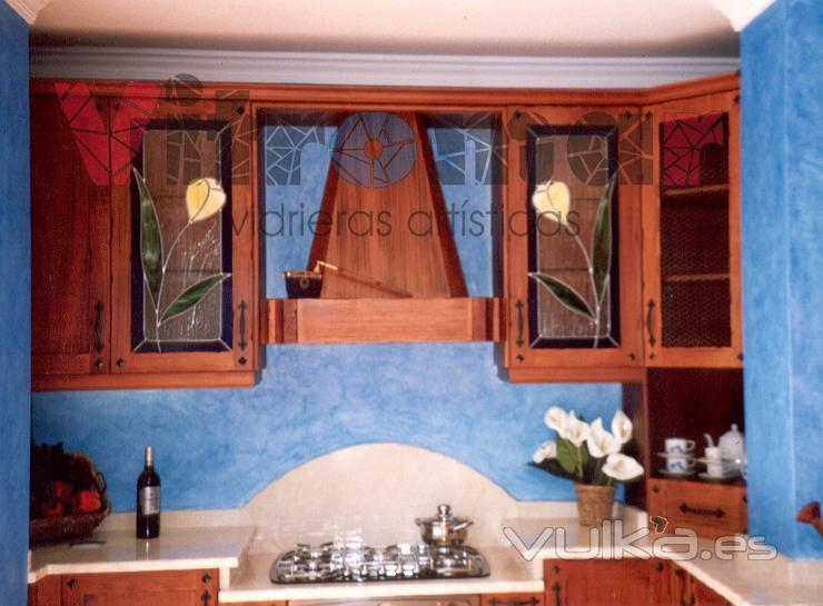 Vidrieras emplomadas para puertas de muebles de cocina.