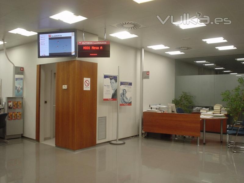 foto sistema de digital signage instalado en oficinas