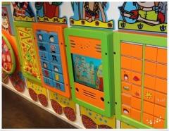 Juegos y equipos t�ctiles de pared ahorrando espacio