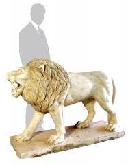 Figura de le�n en m�rmol blanco altura: 100cm largo: 125cm peso: 700kg  base: 125x43x9cm