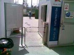Portillo de acceso peatonal con control de acceso electr�nico y antipasback. portillos y tornos mono-direccionales ...